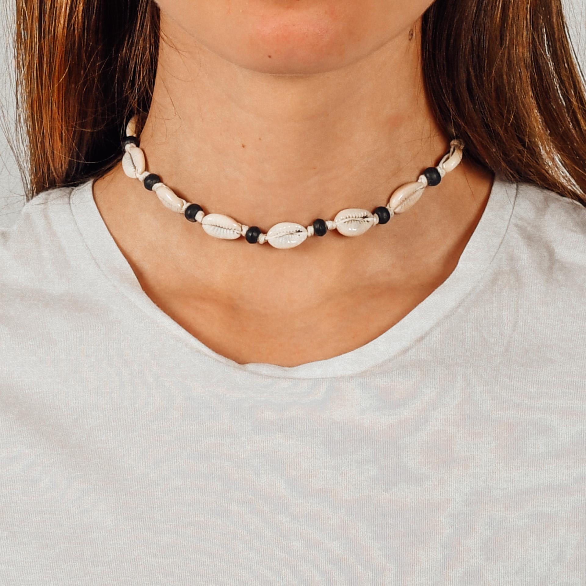 "Farbe: ""Uluwatu"" Muschelchoker mit schwarzen Perlen"