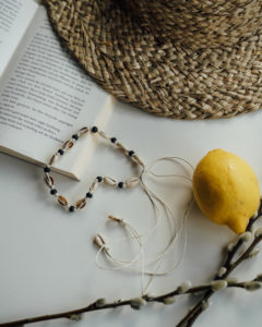 "Produktabbildung: ""Uluwatu"" Muschelchoker mit schwarzen Perlen"
