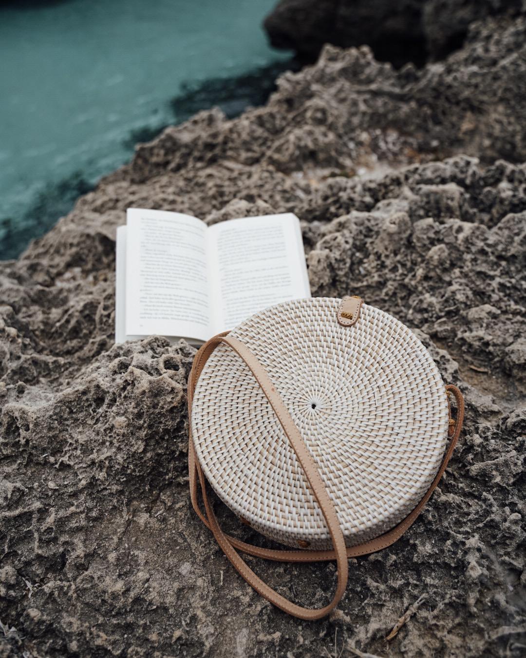 """Farbe: """"Canggu"""" weiße Bali Tasche aus Ata-Gras"""