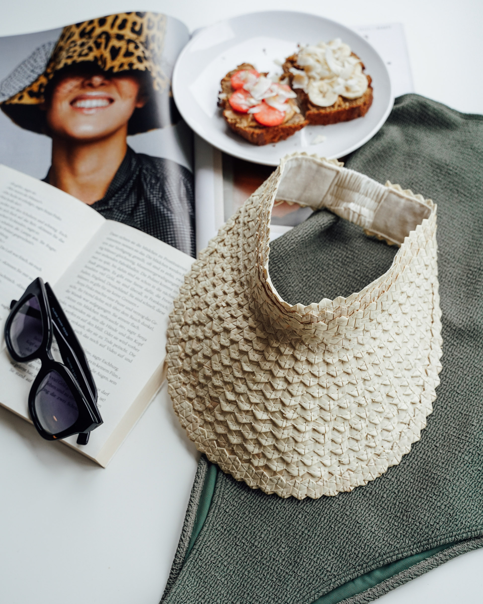 """Color: Visor """"Lembongan"""" made out of straw in natural"""