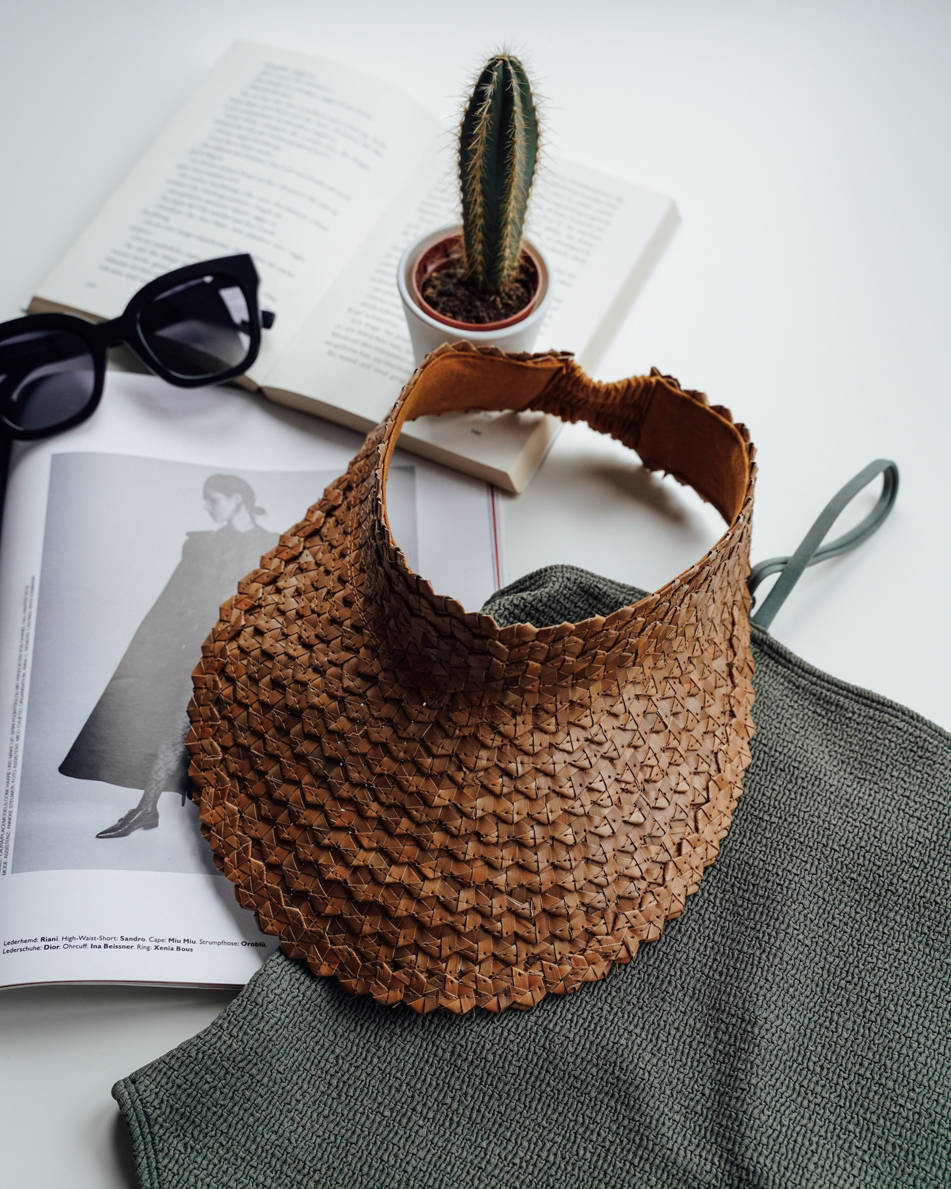 """Color: Visor """"Lembongan"""" made out of straw in brown"""