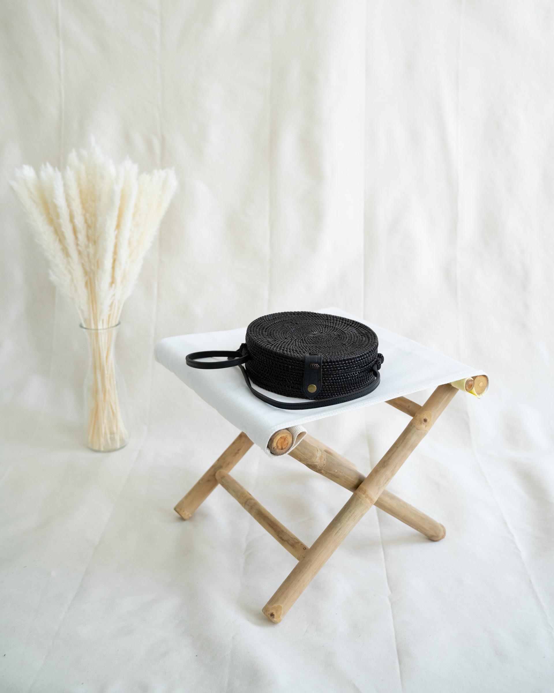 "Color: ""Canggu"" black bali bag made of ata-grass"
