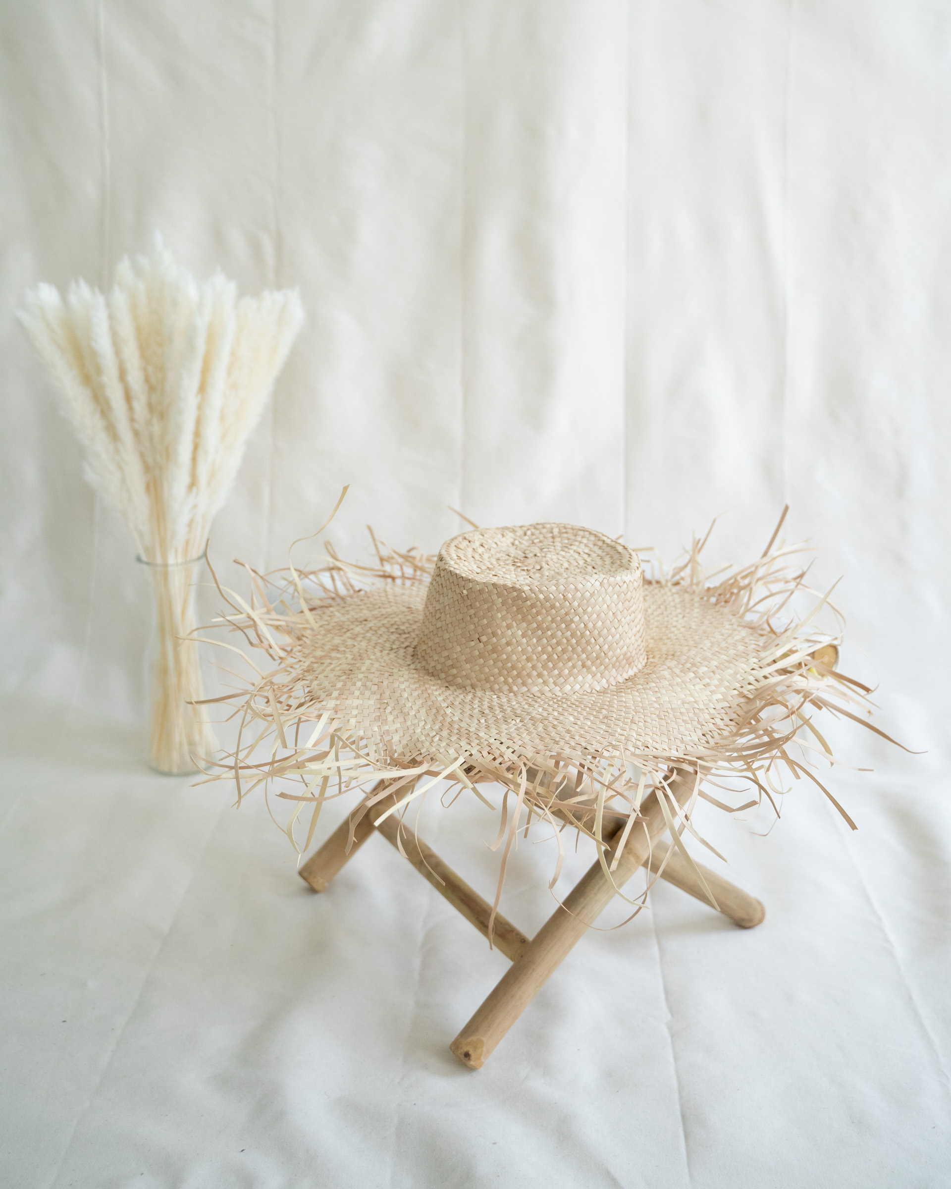 """Color: """"Jembong"""" straw hat made of ata-grass"""